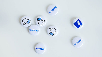 Buttons with Facebook logos and 'like' icon.